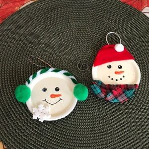 A pair of Holiday ornaments